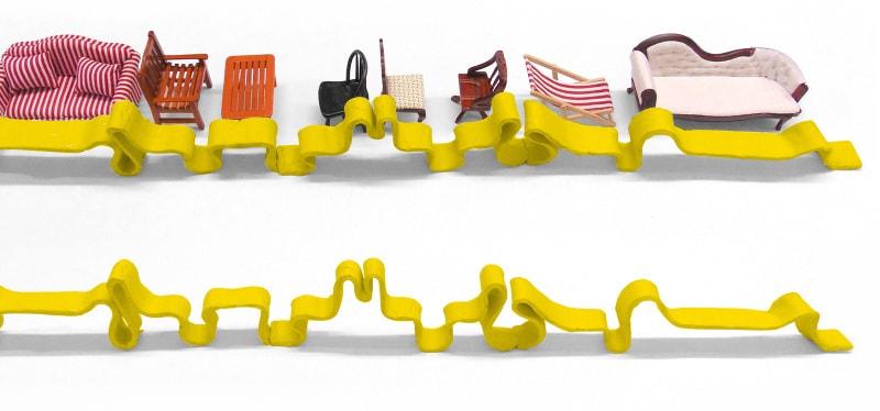 いろんな座りを取り入れたベンチA Bench for Everyone