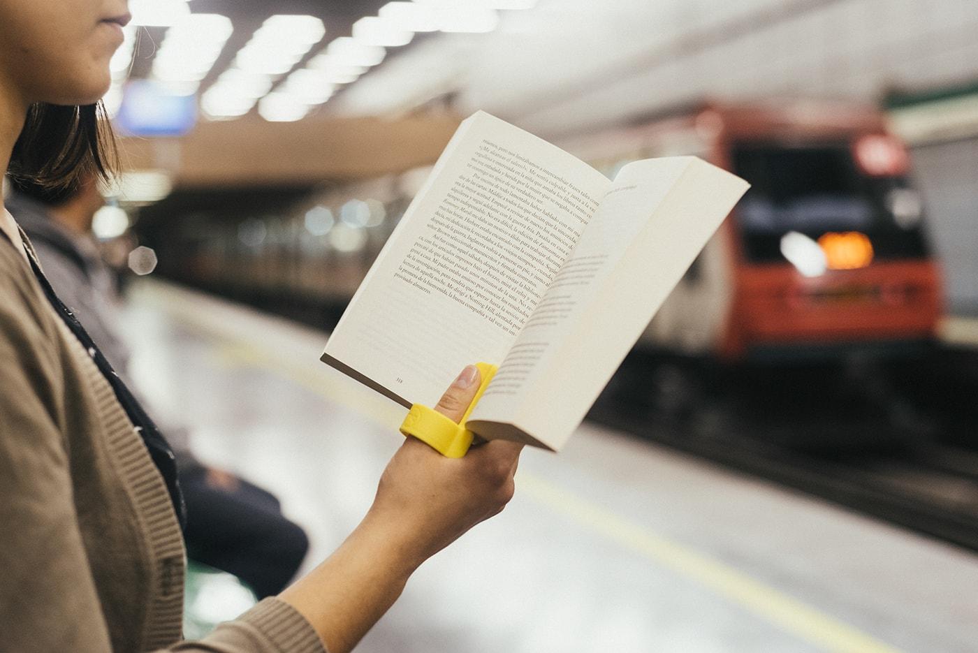 片手で本を読んでも疲れないLECTOR