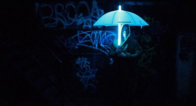 夜道を照らしてくれる傘Rainsaber
