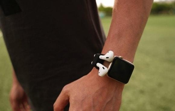 Airpodsを収納するリストバンドElago Wrist Fit
