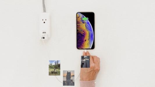充電と同時に写真動画をSDまたはUSBに保存できるHyperCube