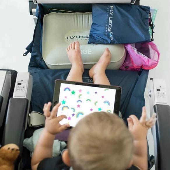 飛行機内で快適に寝れるハンモックFly Legs Up