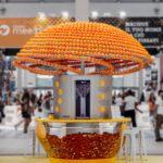 オレンジ皮でカップを作るオレンジ販売機Feel the Peel