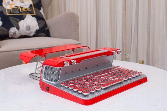 世界初スピーカー付きキーボードRocksete
